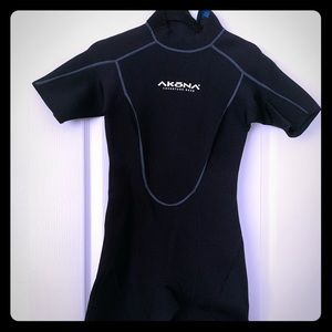 AKōna Adventure Gear wetsuit